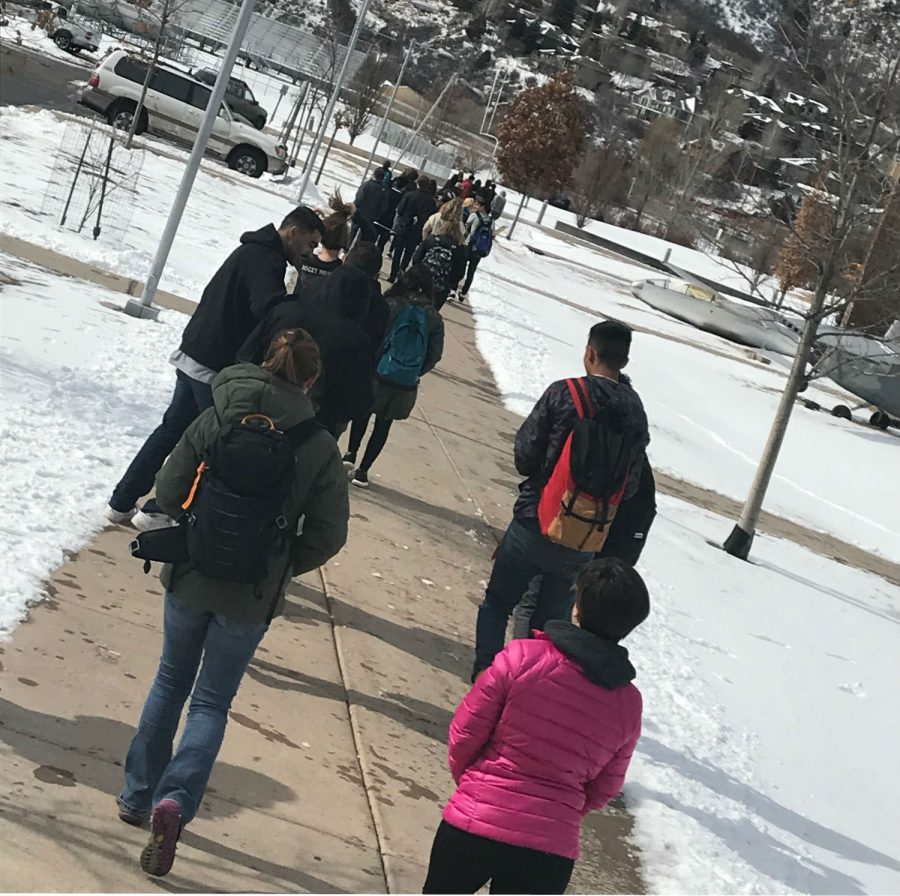 GSHS+students+walk+out+in+response+to+recent+school+shootings